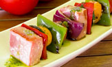 Brocheta de atún y verduras