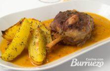 codillo de cerdo en salsa con patatas gajo